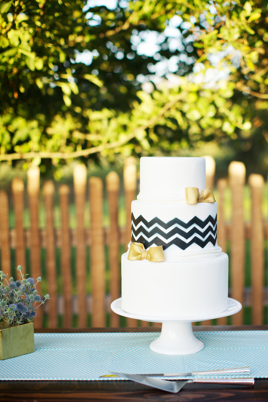 navy blue chevron wedding cake gold bows